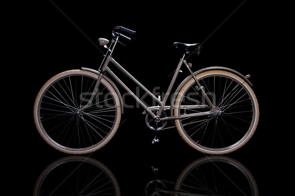 Oude retro fiets geïsoleerd zwarte reflectie Stockfoto © maros_b