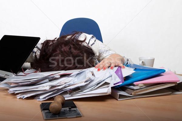 Jeunes Homme employé de bureau dormir bureau Photo stock © maros_b