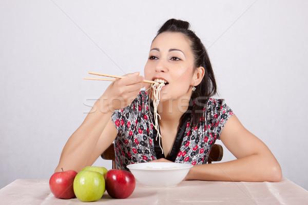 Stockfoto: Vrouw · eten · kom · chinese · eetstokjes