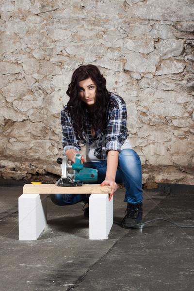 Jeunes femme circulaire vu bois réparation Photo stock © maros_b