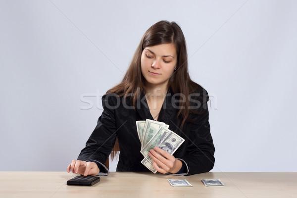 Młoda kobieta ceny młodych kobieta posiedzenia biurko Zdjęcia stock © maros_b
