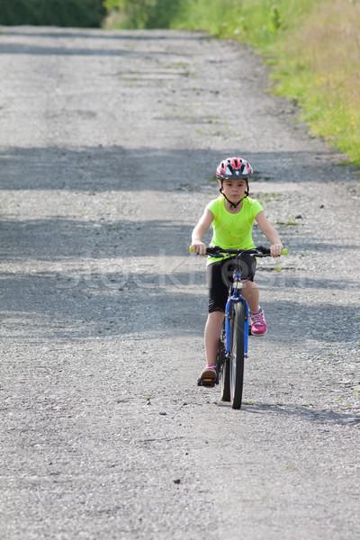 Nastolatków dziewczyna rowerów neon żółty shirt Zdjęcia stock © maros_b