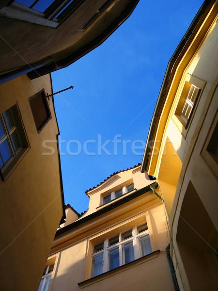 Dar sokak gökyüzü Bina şehir duvar Stok fotoğraf © martin33