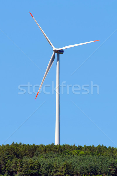 Modernes moulin à vent forêt ciel technologie arbres Photo stock © martin33