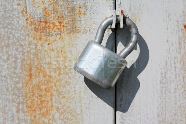 Asma kilit demir güvenlik kapı nesne gümüş Stok fotoğraf © martin33