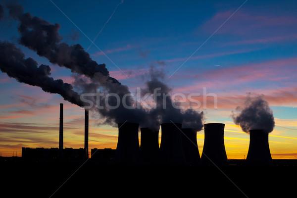Centrale ciel silhouette bâtiment coucher du soleil Photo stock © martin33