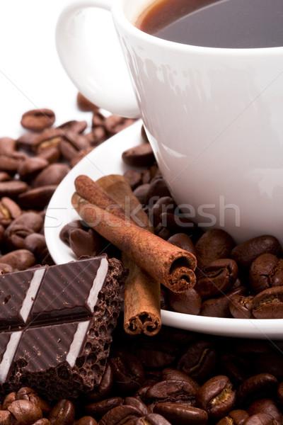 Foto d'archivio: Cup · chicchi · di · caffè · cannella · nero · cioccolato · primo · piano