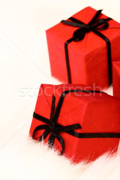 Rouge coffrets cadeaux blanche fourrures papier anniversaire Photo stock © marylooo