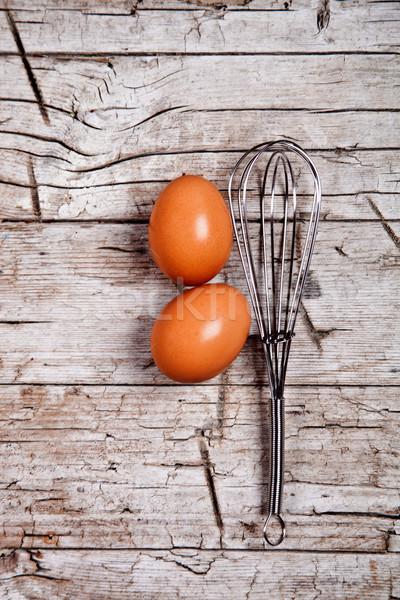 Alambre batidor dos marrón huevos rústico Foto stock © marylooo