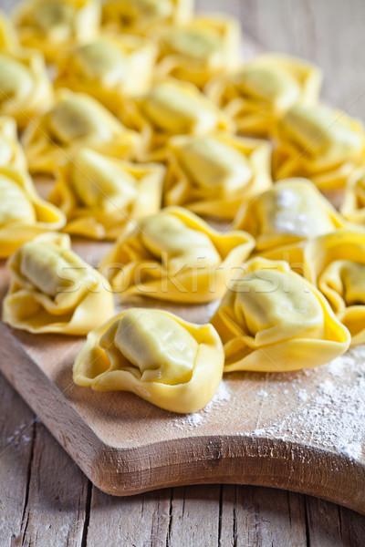 Tortellini közelkép fa deszka konyha sajt tészta Stock fotó © marylooo