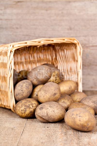 Cesta frescos patatas rústico verde Foto stock © marylooo