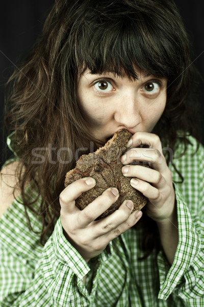 Pobre mendigo mulher alimentação pão retrato Foto stock © marylooo