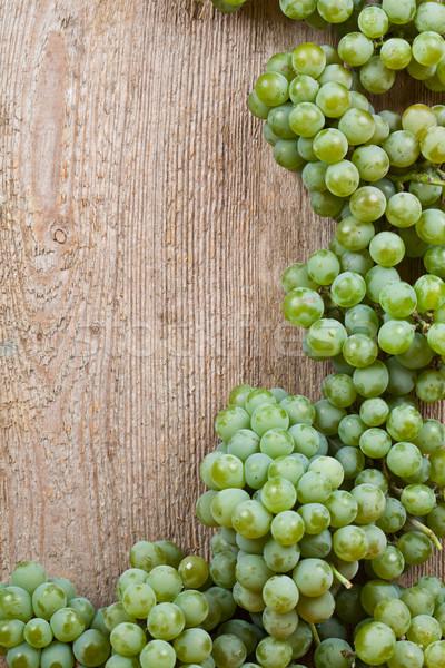 Fresche uva verde legno copia spazio alimentare nero Foto d'archivio © marylooo