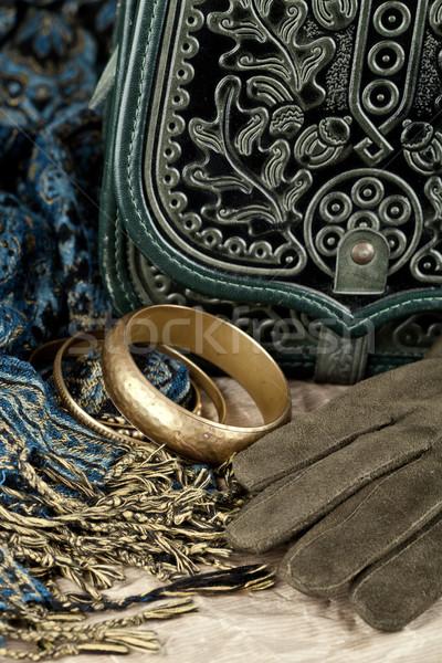 Vintage bolsa cuero guantes bufanda primer plano Foto stock © marylooo