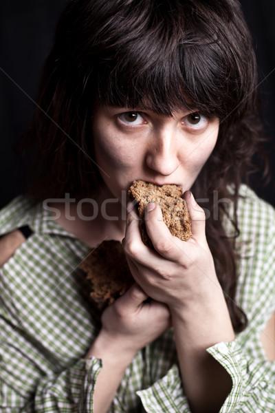Koldus nő eszik kenyér portré szegény Stock fotó © marylooo