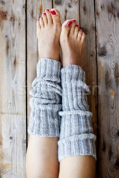 Gambe maglia grigio primo piano legno bellezza Foto d'archivio © marylooo