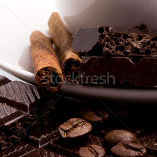 Chocolate grãos de café canela em pau canela copo Foto stock © marylooo