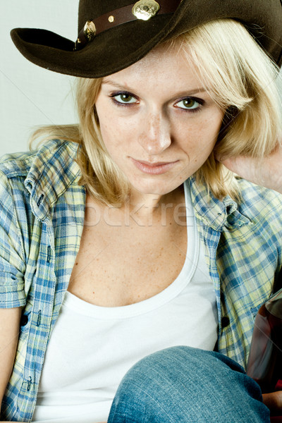 Mooie westerse vrouw cowboy shirt hoed Stockfoto © marylooo