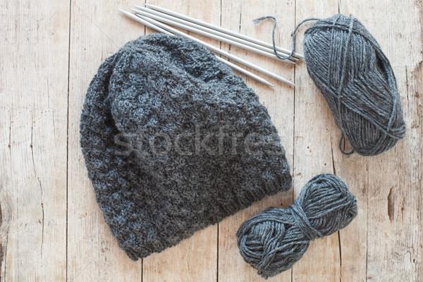 Lana grigio Hat aghi filati Foto d'archivio © marylooo