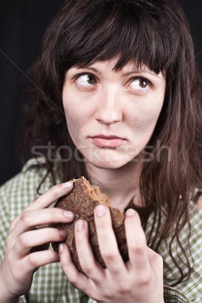 Mendigo mulher peça pão retrato pobre Foto stock © marylooo