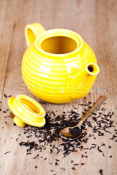 Geel theepot lepel thee houten tafel metaal Stockfoto © marylooo