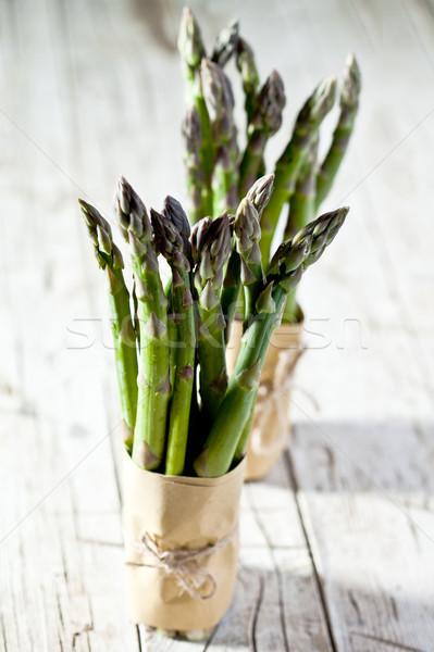 Due fresche asparagi primo piano tavolo in legno alimentare Foto d'archivio © marylooo