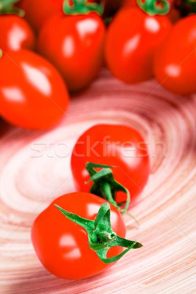Tomates mesa de madera primer plano hoja frutas cena Foto stock © marylooo