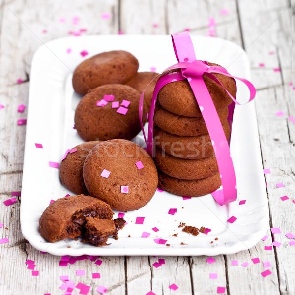 Tányér friss csokoládé sütik rózsaszín szalag konfetti Stock fotó © marylooo