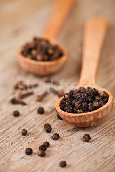 Zwarte peper kruidnagel houten lepels rustiek keuken Stockfoto © marylooo