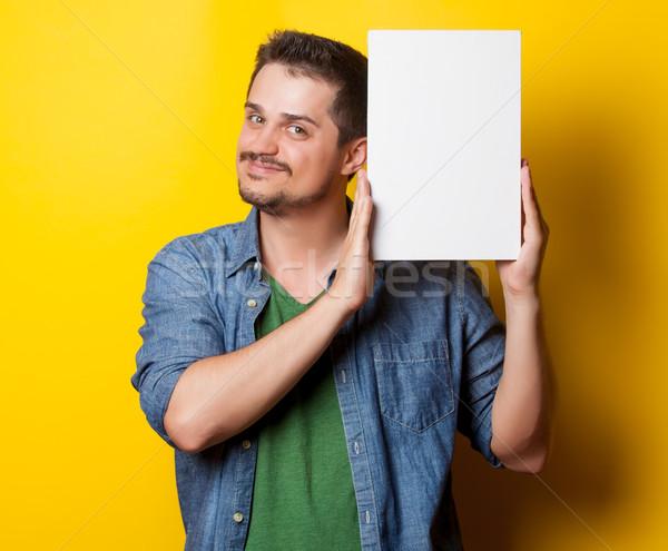 Fickó póló fehér tábla fiatal mosolyog citromsárga Stock fotó © Massonforstock