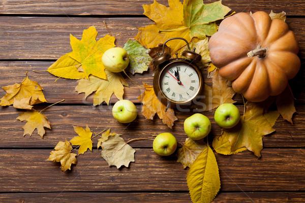 Saat kabak elma çalar saat ahşap masa doğa Stok fotoğraf © Massonforstock
