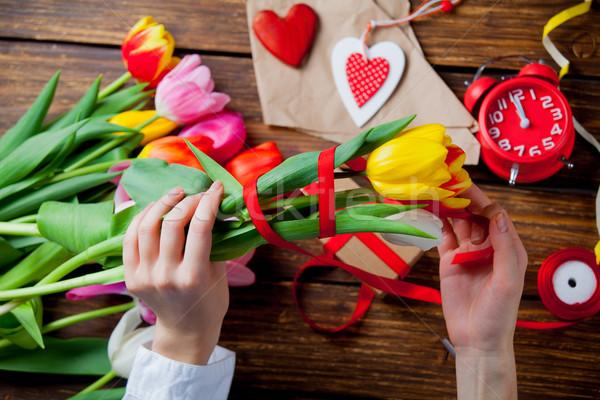 Stock fotó: Fehér · kaukázusi · női · kezek · csomagolás · tulipánok