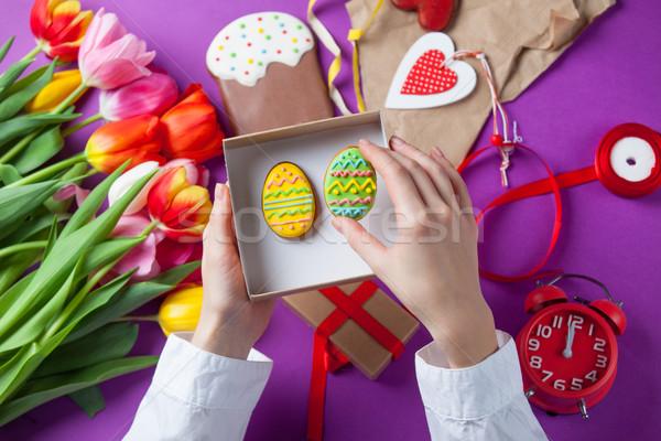 Stock fotó: Kezek · tart · ajándék · doboz · húsvéti · tojások · női · húsvét
