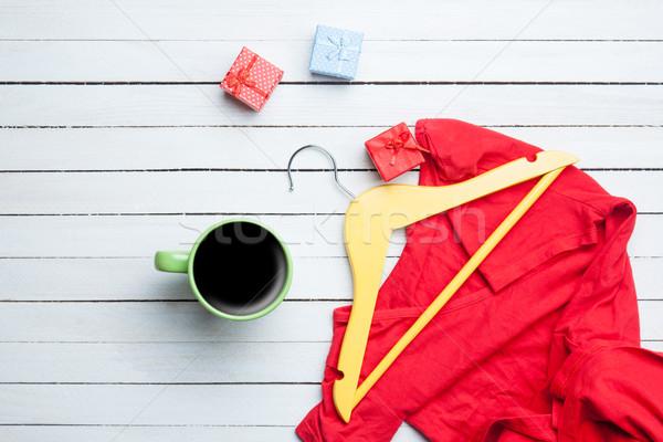Tasse café cintre robe rouge cadeaux blanche Photo stock © Massonforstock