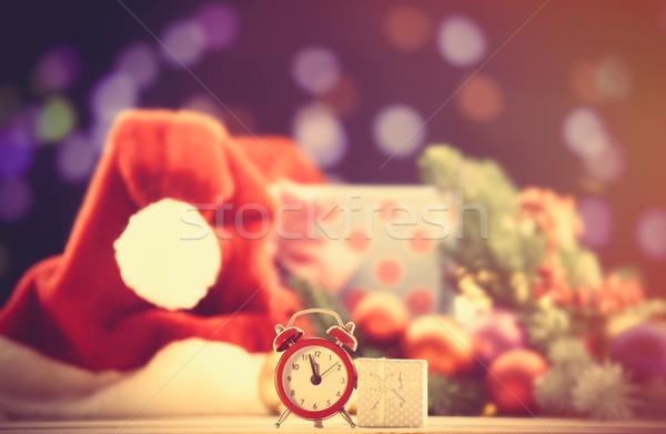 Photo stock: Réveil · cadeau · rouge · heureux · horloge · fond