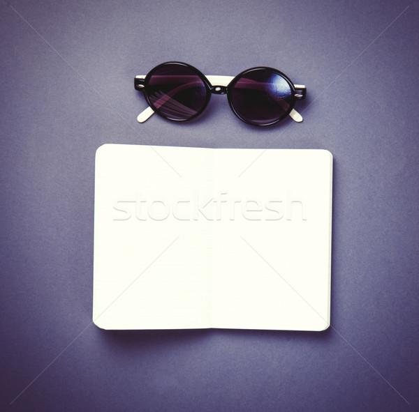 óculos de sol clássico caderno violeta foto velho Foto stock © Massonforstock