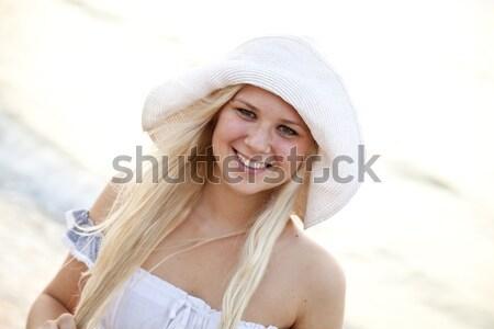 Stockfoto: Mooie · jonge · meisje · hoed · strand · zonsondergang