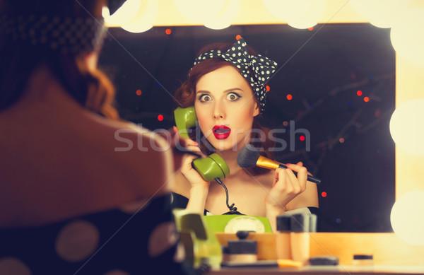 Donna comporre telefono cosmetici ritratto Foto d'archivio © Massonforstock