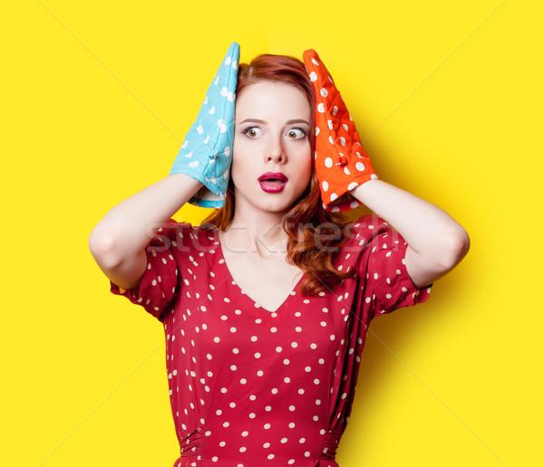 Mädchen roten Kleid Fäustlinge überrascht Rotschopf rot Stock foto © Massonforstock