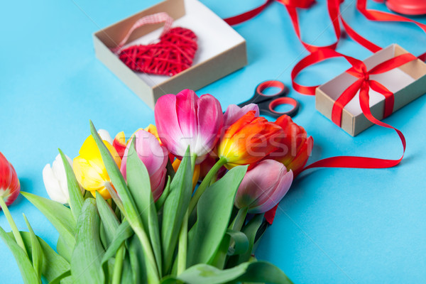 Cajas de regalo tijeras flores despertador azul flor Foto stock © Massonforstock