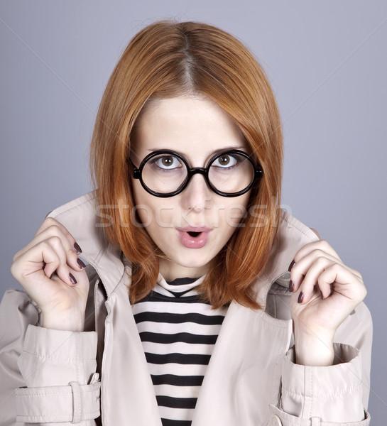 Stock fotó: Fiatal · lány · szemüveg · köpeny · stúdiófelvétel · jókedv