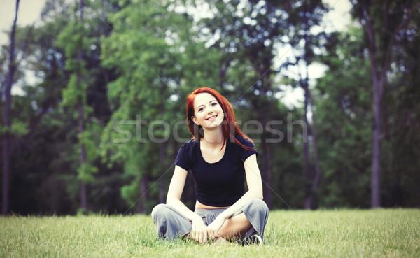 Jong meisje indie stijl kleding groen gras park Stockfoto © Massonforstock
