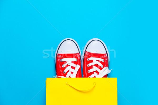 Nagy piros hideg bevásárlószatyor csodálatos kék Stock fotó © Massonforstock