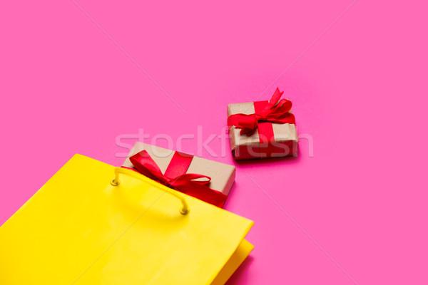 Foto stock: Cute · regalos · fresco · amarillo · bolsa · de · la · compra · maravilloso