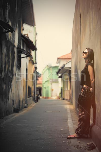 Güzel genç kadın ayakta duvar bir sokaklarda Stok fotoğraf © Massonforstock
