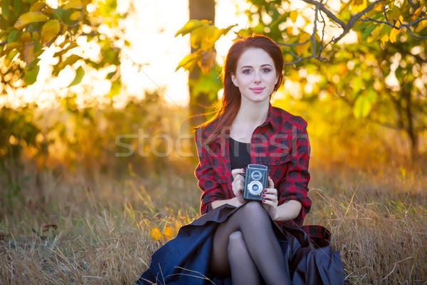 Gyönyörű fiatal nő retro kamera ül csodálatos Stock fotó © Massonforstock