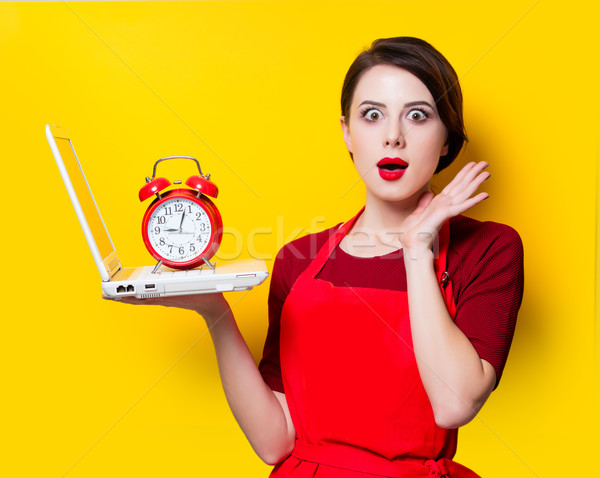 Portré fiatal háziasszony laptop ébresztőóra citromsárga Stock fotó © Massonforstock