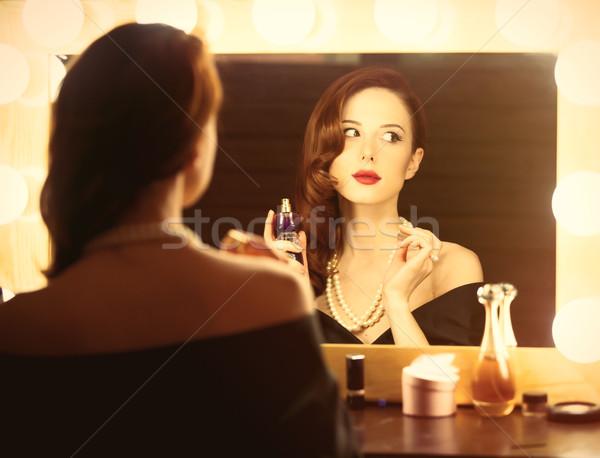 photo belle jeune femme parfum fentre lumires photo stock volodymyr nikulin. Black Bedroom Furniture Sets. Home Design Ideas
