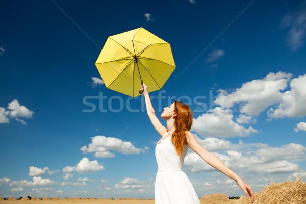 Foto belo mulher jovem guarda-chuva maravilhoso céu Foto stock © Massonforstock