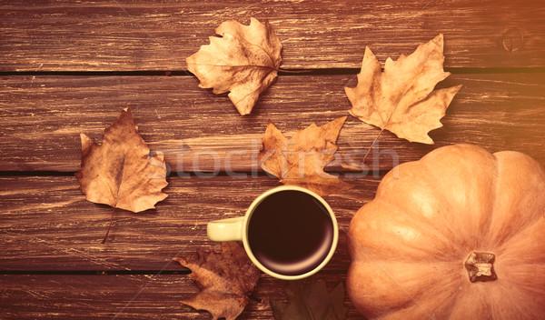 Beker koffie pompoen houten tafel natuur blad Stockfoto © Massonforstock